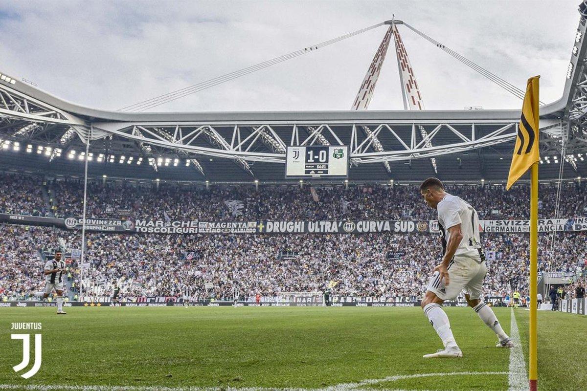 Ronaldo propone la sua classica esultanza statuaria diventata celebre a Madrid