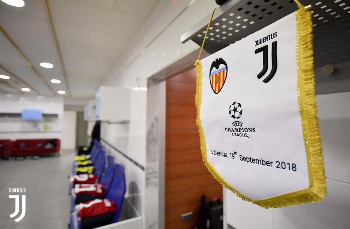 Il gagliardetto della prima partita stagionale di Champions League per i bianconeri,Valencia-Juve