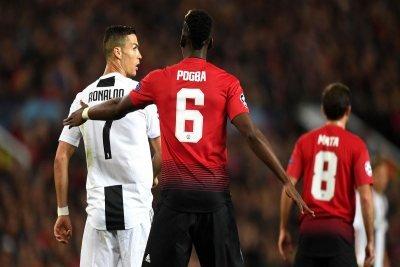 Pogba marca CR7 durante la partita di Champions League Man United-Juventus