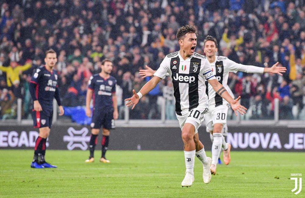 Dybala segna ed esulta dopo il suo goal lampo in Juventus-Cagliari 2018-2019, Serie A TIM